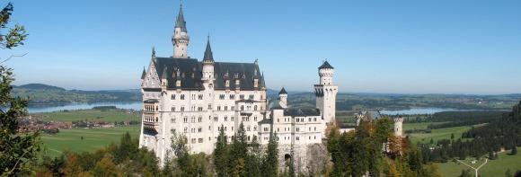 Schloss_Neuschwanstein_from_Marienbruecke