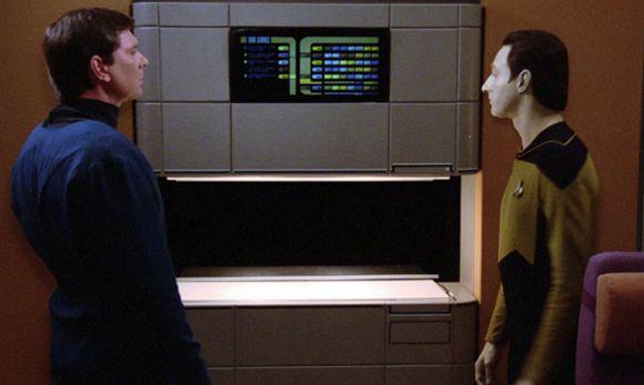 """""""Computer, un bicchiere d'acqua!"""" """"Impossibile replicare un bicchiere con materiale liquido."""""""