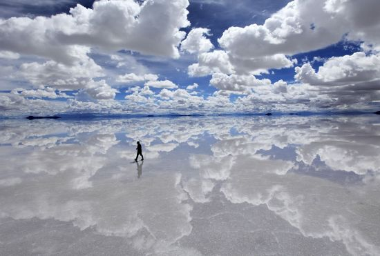 salar-de-uyuni-in-the-rainy-season-bolivia