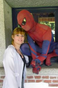 Fortunatamente per Spider-man e Gwen Stacy la mostra era svolta al piano terra.