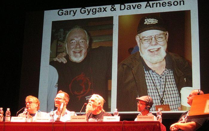 Uno dei momenti più toccanti del dibattito: il ricordo di Gary Gygax e Dave Arneson
