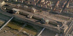 L'area fieristica del Lingotto, con la caratteristica pista di collaudo Fiat sul tetto.